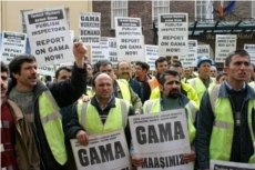 12.4.05. Dublin. Turkish Workers Action Group protest rally of GAMA workers at Leinster House to demand immediate Government Intervention to secure Information and access to their bank accounts and the publication of the Government Labour Inspectors Report. © Photo by Derek Speirs