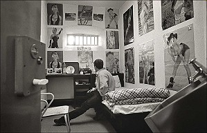7.2.97. Dublin.Cell with occupant St Patricks in Mountjoy Prison. ©Photo by Derek Speirs